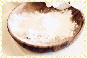 Photo du bicarbonate alimentaire à ajouter au shampoing pour commencer la détoxification avant le passage au naturel pour les cheveux.