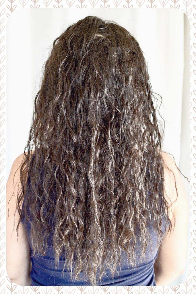 Photo révélant le magnifique résultat du passage au naturel pour mes cheveux.
