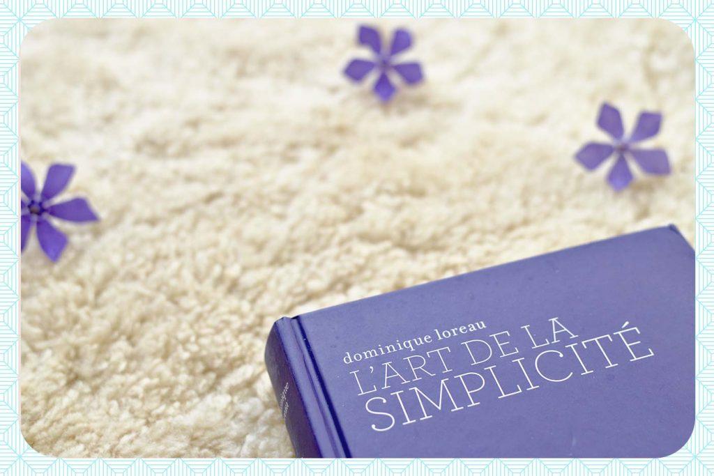 """Livre"""" l'art de la simplicité"""" de Dominique Loreau, mon déclic pour aller vers un dressing minimaliste."""