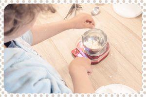 Fabrication de la crème pour les mains réalisable en famille.